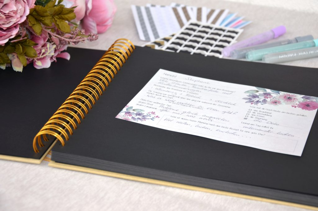 Das Hochzeits-Gästebuch kann auch im Vintage-Stil oder aus Holz sein...