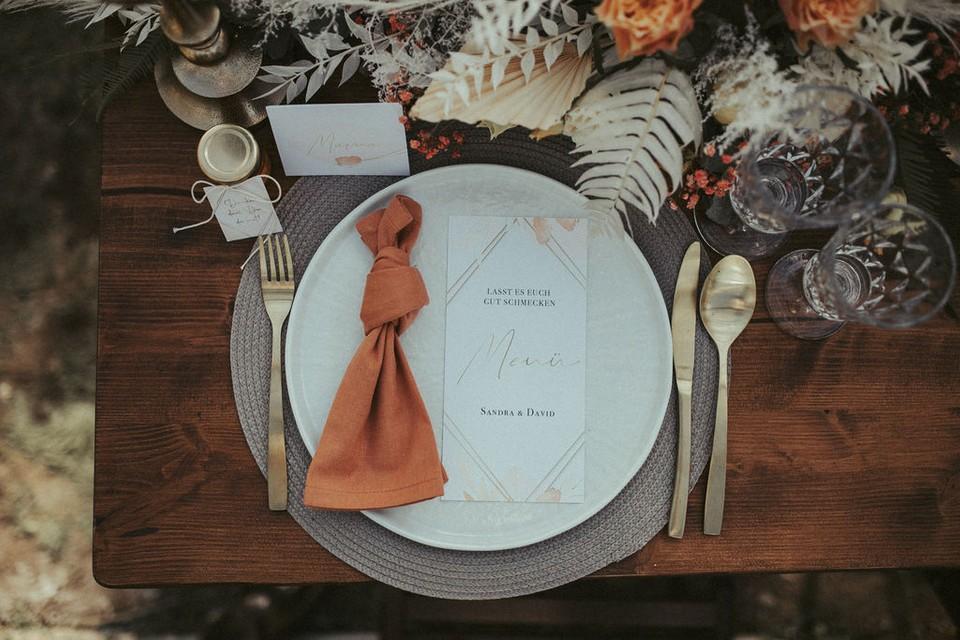 Gedeck für die Hochzeit mit Papeterie von HeimArt Design
