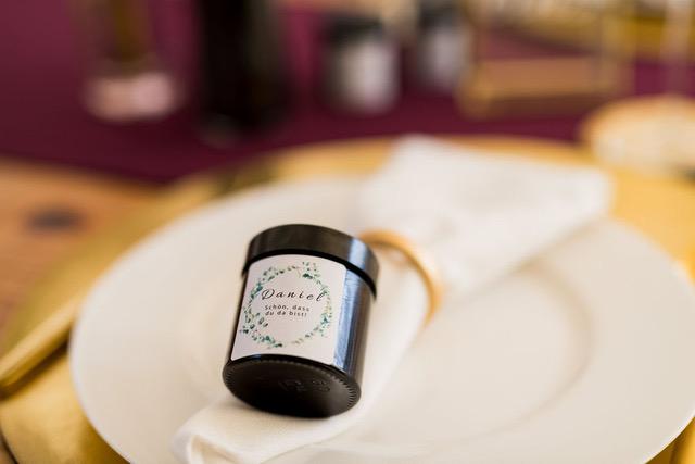 Selbstgemachte Kerzen als Gastgeschenk