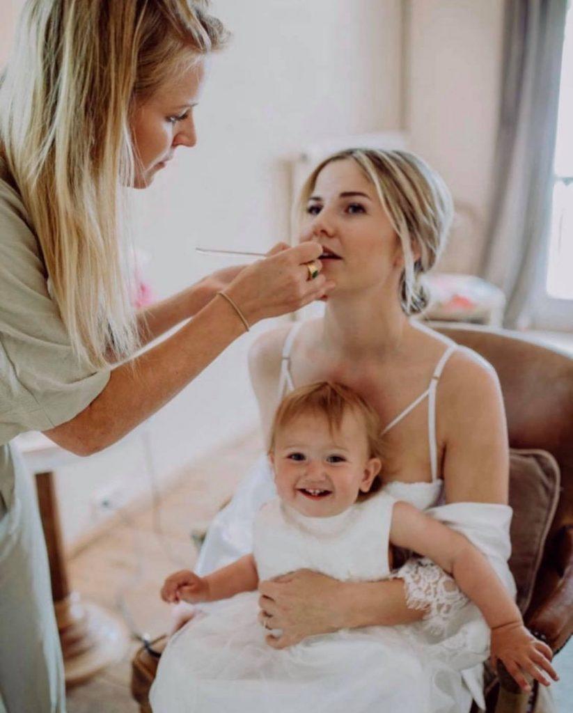 Make-up Artist Lisa bei der Arbeit