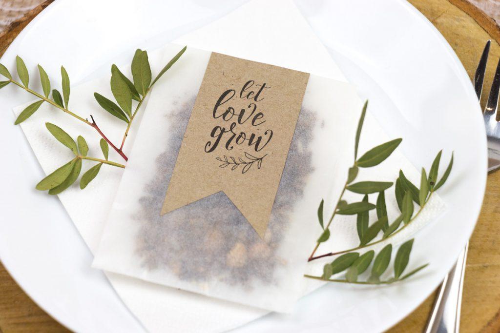 Papiertütchen mit Blumensamen für deine Gäste