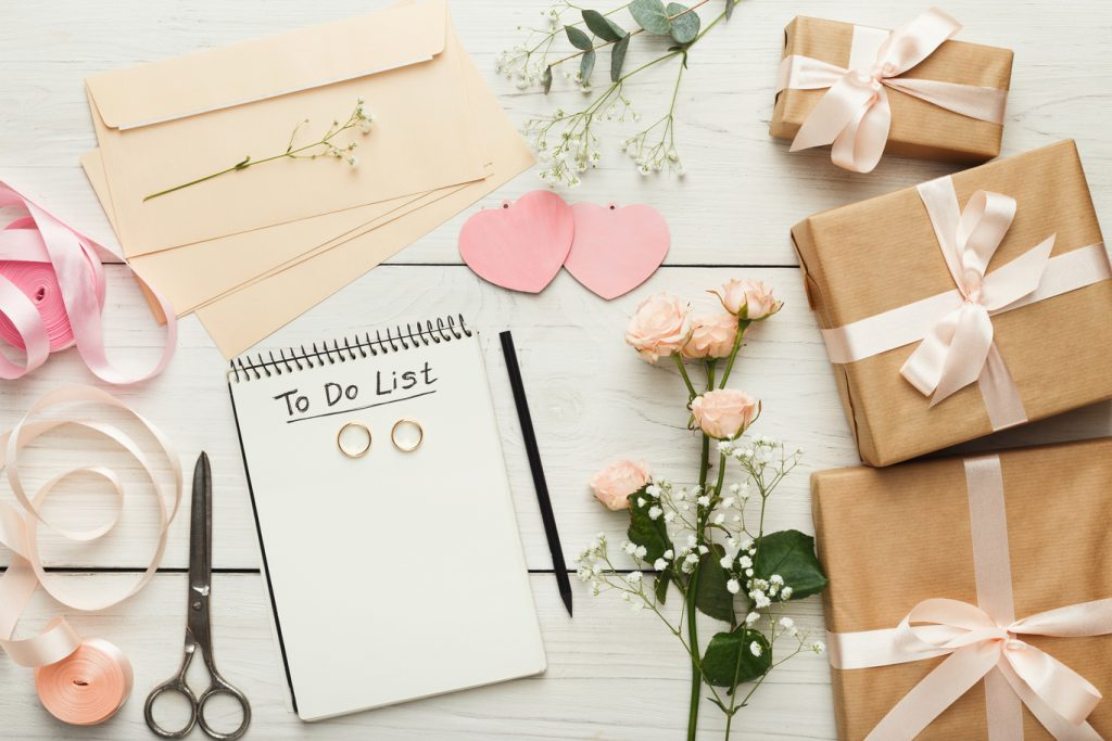 To-Do-Liste zur Namensänderung nach der Hochzeit mit Hochzeitsdekoration