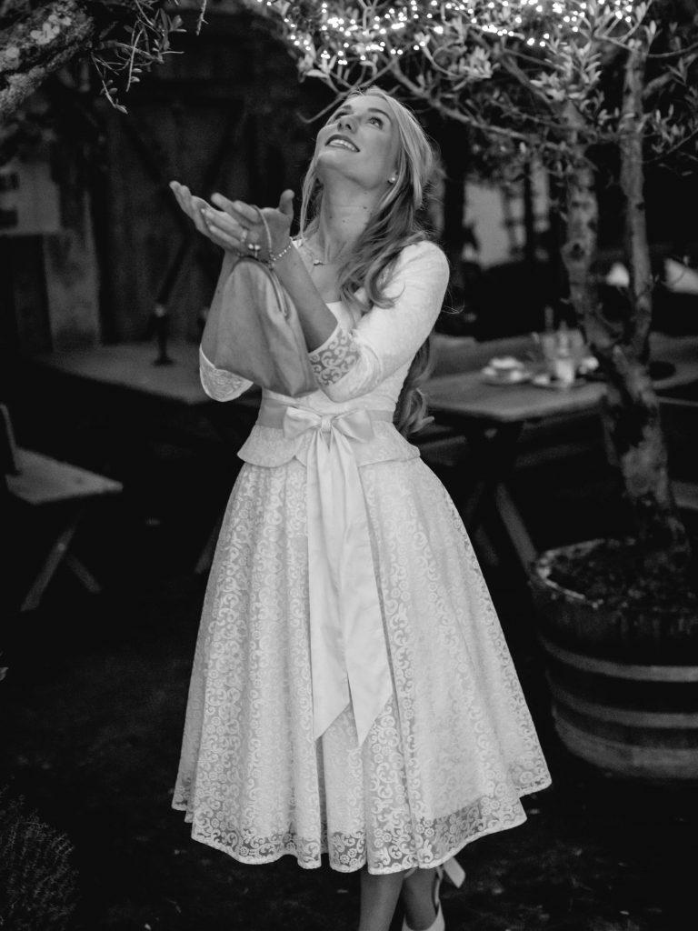 Model im Brautdirndl von Trachten Brückner