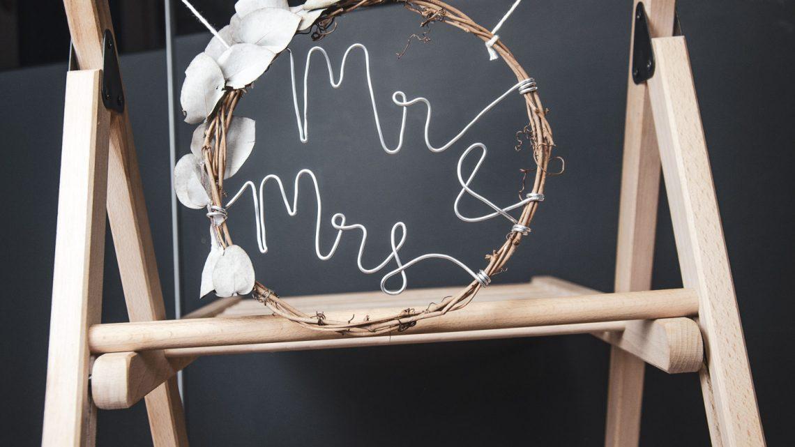 Schild aus Weidering mit Mr & Mrs Schriftzug