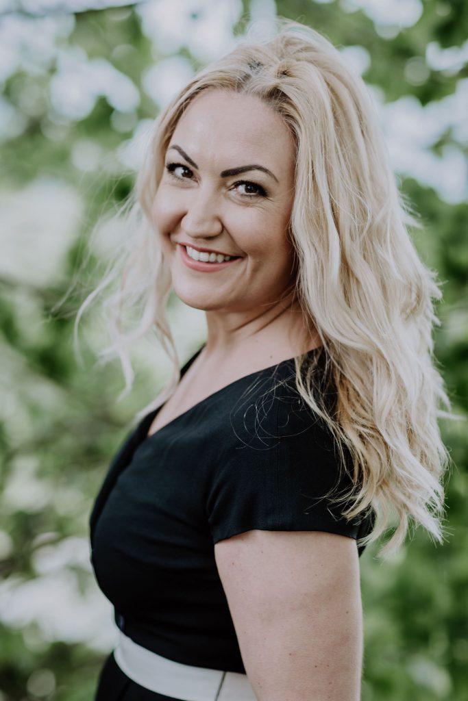 Hochzeitsrednerin und Sängerin Miriam Schüller