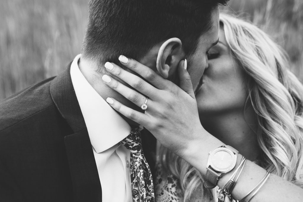 Frisch verlobtes Paar