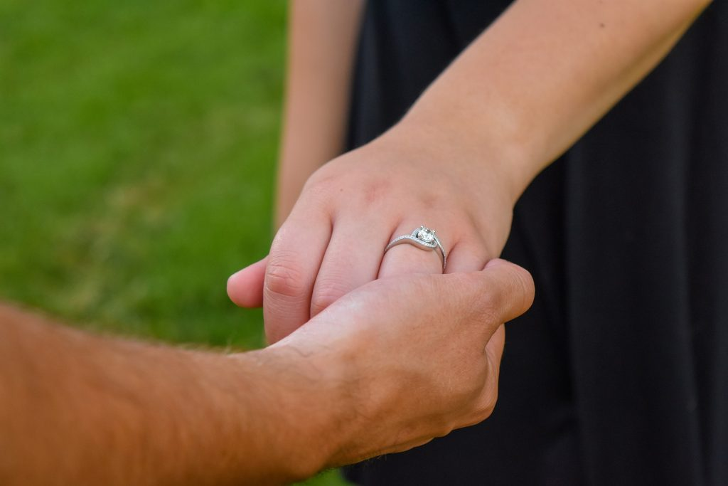 Verlobungsring mit Edelstein